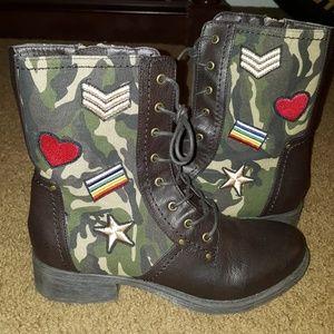 MIA size 9 dark brown combat boots